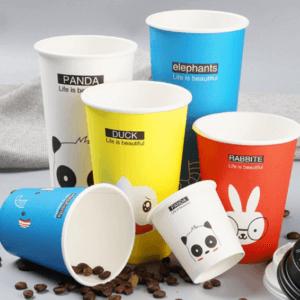 Хто створив одноразові стаканчики? Історія створення і популярності пластикового посуду