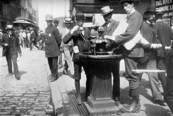 История возникновения одноразового стаканчика