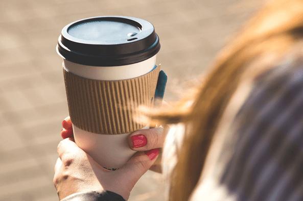 Пластиковая крышка на кофейный стакан