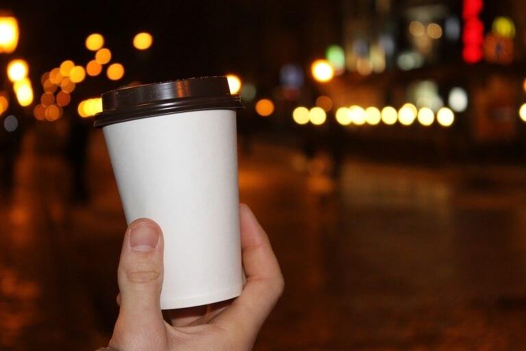 Стакан кофе с крышкой